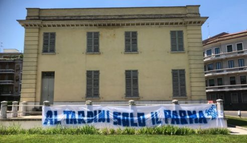 Striscione Boys Parma contro l'Atalanta al Tardini