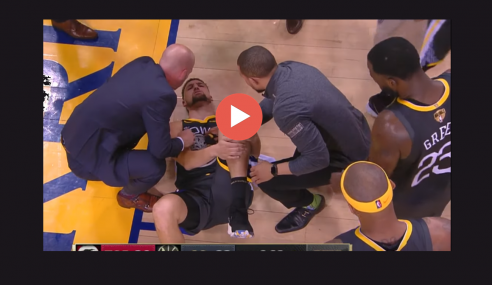 Infortunio al ginocchio per Klay Thompson: il video